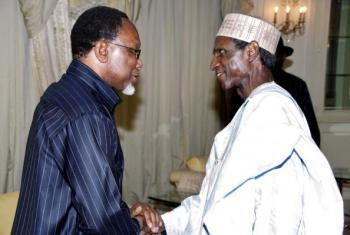 File photo shows Nigerian President Umaru Musa Yar'adua (R) welcoming South African Deputy President He Kgalema Motlanthe on November 13, 2009 at the Presidential Villa in Abuja, during a courtesy visit in Nigeria.  (Wole Emmanuel/AFP/Getty Images)