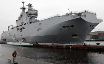 A French helicopter-carrier assault ship of the type Russia wants to purchase.  (Kirill Kudryavtsev/AFP/Getty Images)