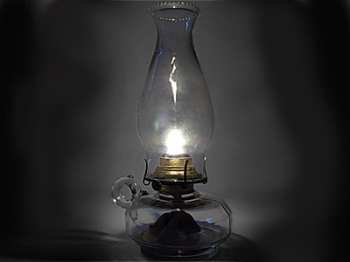 Old-fashioned oil lamps are an alternative to expensive air fresheners. (sophie/Stock Xchng)