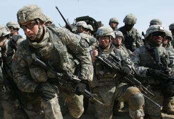 US army soldiers participate in the United States and South Korean Joint live fire exercise at Rodriguez Range on April 15, 2010 in Pocheon, South Korea.  (Chung Sung-Jun/Getty Images)