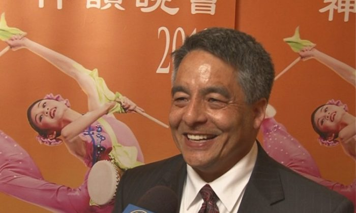Bruce Hollywood speaks about his Shen Yun experience at The Kennedy Center Opera House. (Courtesy of NTD Television)