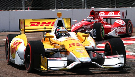 Ryan Hunter-Reay leads Scott Dixon through Turn Five early in the race. (James Fish/The Epoch Times)