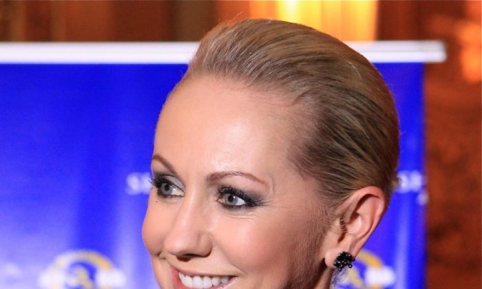 TV Producer Laurenna Toulmin shares her Shen Yun experience at Melbourne's Regent Theatre, on Wednesday evening. (Chen Ming/The Epoch Times)