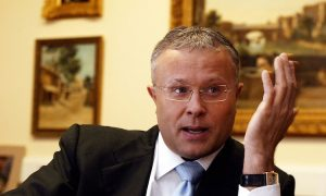 Russian Billionaire Critic Charged with Hooliganism