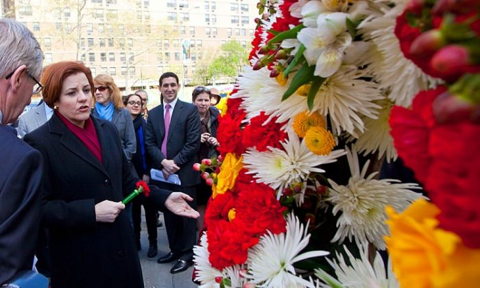 City Council Speaker Christine Quinn laid a wreath at Titanic Park on Fulton Street on Thursday to commemorate the 100th anniversary of the sinking of the Titanic. She also shared the story of her grandmother, a Titanic survivor. (Amal Chen/The Epoch Times)