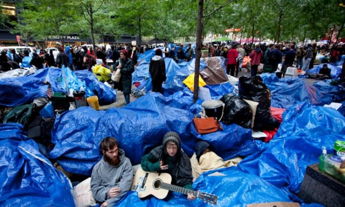 Members of the Occupy Wall Street movement in Zuccotti Park in Manhattan on Oct. 11. (Amal Chen/The Epoch Times)