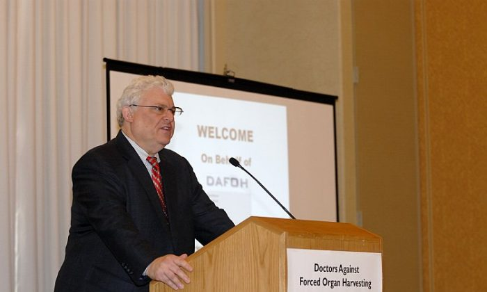 Photo of professor Gabriel Danovitch M.D., medical director of Kidney and Pancreas Transplant Program at UCLA, giving a speech at Doctors Against Forced Organ Harvesting (DAFOH) forum Global Transplant Community at Medical Crossroads in Philadelphia on May 1, 2011. (The Epoch Times)