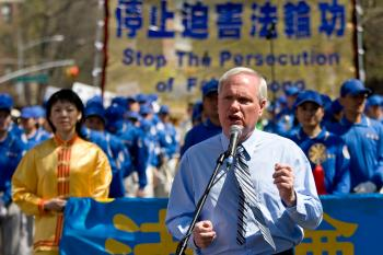 New York City Councilmember, Tony Avella, stands 'in solidarity with Falun Gong practitioners.' (Seth Holehouse/The Epoch Times)