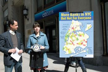 BANK ON IT: Rep. Anthony Weiner (L) and Megan Ahearn, Consumer Rights Organizer for the New York Public Interest Research Group (NYPIRG), revealed the report on Sunday. (Phoebe Zheng/The Epoch Times)