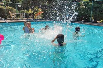 West Coast residents are now enjoying swimming more than ever as a result of the heat wave. (Fany Qiu/The Epoch Times)