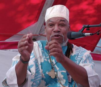 Story man Baba Jamal Koram was named a 'Legacy Artist' by the Smithsonian. He is telling an African eagle story on October 3 in Jonesborough Tennessee. (The Epoch Times)