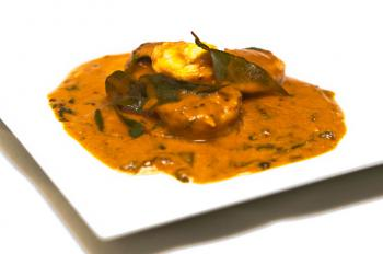 Baghari Jhinga shrimp with mustard and curry leaves. (Mingguo/The Epoch Times)