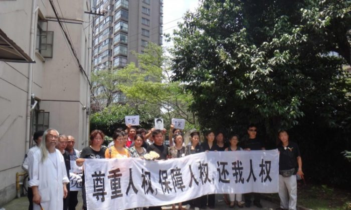 """Shanghai petitioners shout, """"Down with the communist Party."""" July 1, 2012. (Provided by a source in Mainland China)"""