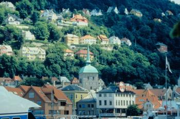 HILLSIDE MANNER: The historic town of Bergen delights the eye with colorful hillside scenery and fine Scandinavian architecture. (Wes LaFortune)