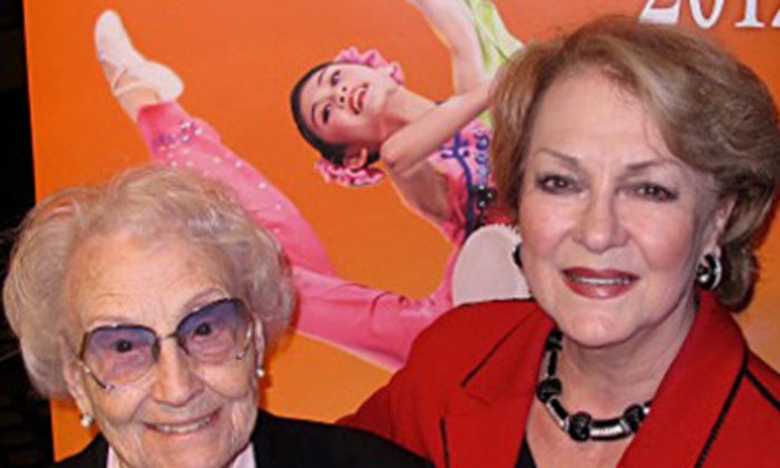 Kammersinger Karan Armstrong and Pearl Armstrong, her 97-year old mother at the Shen Yun performance (The Epoch Times)