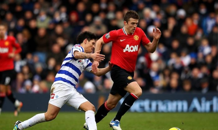 Michael Carrick of Manchester United goes past Alejandro Faurlin of QPR during the Barclays Premier League match between Queens Park Rangers and Manchester United at Loftus Road on December 18, 2011 in London, England. (Richard Heathcote/Getty Images)