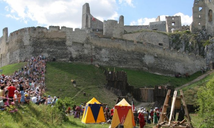 Visitors enjoy the summer festival at a castle near the village of Beckov, Slovakia, July 15, 2007. The castle restoration project goes forward with a donation from the Slovak Ministry of Culture. (Peter Sedik/The Epoch Times)