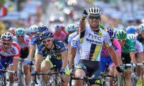 Mark Cavendish Wins 2011 Tour de France Stage Seven, Crash Sidelines Brad Wiggins, Slows Leipheimer