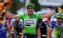 Mark Cavendish Wins his 19th Tour de France Stage in Stage 15 Sprint