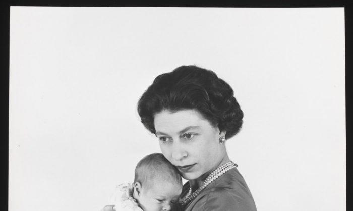 Queen Elizabeth II with Prince Andrew, Cecil Beaton, 1960. (V&A images)