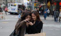 Smartphones Shift Conventional Walking Patterns