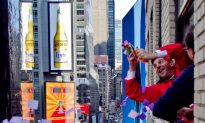 Confetti Falls Down on Times Square to Test its 'Airworthiness' (Photo)