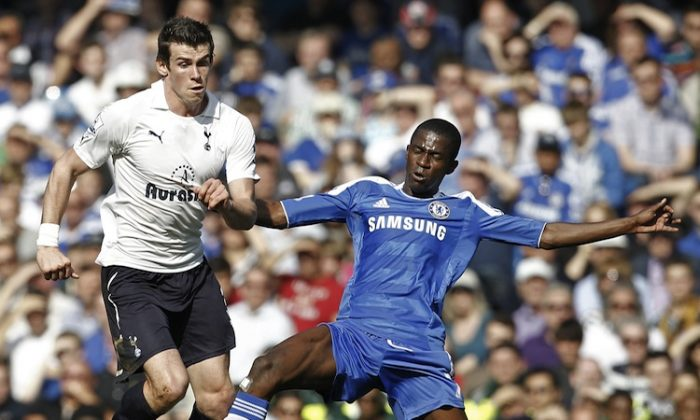 Tottenham's Gareth Bale was held in check by Chelsea's Ramirez in Saturday's early English Premier League kickoff. (Ian Kington/AFP/Getty Images)