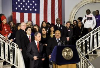 LEGACY OF NONVIOLENCE: Martin Luther King III stood with the families of 34 victims of gun violence and with Mayor Bloomberg (L) to call for a solution to the problem of gun violence in the wake of the shooting Tuscon, Ariz.  (Phoebe Zheng/The Epoch Times)
