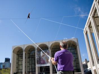 Clown Bello Nock walks a distance of 225 feet at a height of 100 feet. (The Epoch Times)