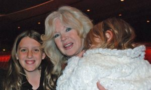 Famous Actress Takes Grandchildren to Shen Yun as Example of Great Work