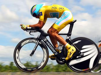 Alberto Contador rides on Stage Nineteen, a 52km individual time trial from Bordeaux to Pauillac. (Bryn Lennon/Getty Images)