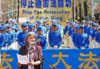 Falun Dafa Association spokesperson Gail Raichlin speaks at the April 25 commemoration event in Flushing, New York. (Charlotte Cuthbertson/The Epoch Times)
