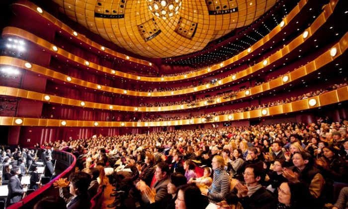 The audience at Shen Yun Performing Arts Sunday afternoon performance at Lincoln Center. (Dai Bing/The Epoch Times)