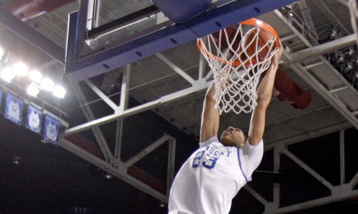 Kentucky freshman center Anthony Davis had 18 points, 10 rebounds, and six blocks in win over Louisville. (Andy Lyons/Getty Images)