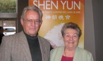 Author Says Shen Yun 'Is absolutely amazing'