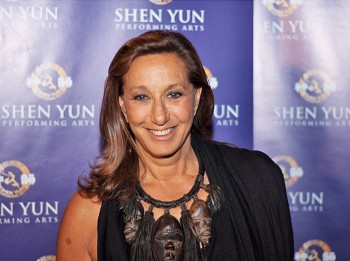 Donna Karan, fashion designer and creator of the Donna Karan New York (DKNY) clothing line, stands for a photo during a VIP reception following a performance of Shen Yun Performing Arts at the David H. Koch Theater, Lincoln Center on June 23, in New York City. (Joshua Philipp/The Epoch Times)