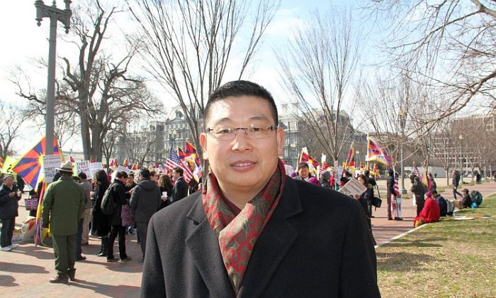 Dr. Yang Jianli pictured at a rally held opposite the White House on the occasion of the visit by CCP Vice Chair Xi Jinping, on Feb. 14 in Washington, D.C. (Shar Adams/Epoch Times Staff)