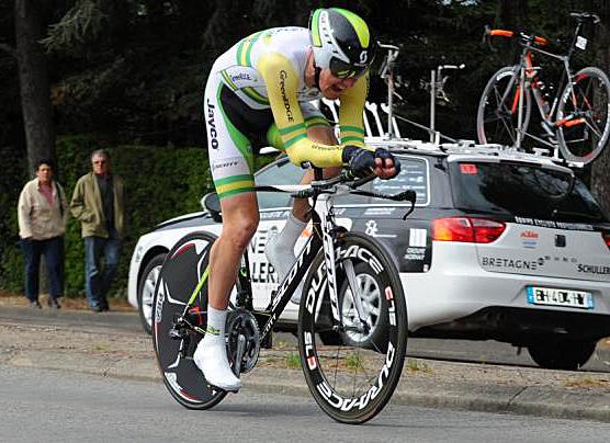 Luke Durbridge pushes through the pain to win Stage 2b. (Bernard Larvol/CircuitCycliste.Sarthe.com)