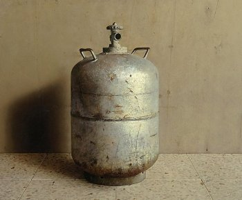 GAS BOTTLE: Objects develop their own characteristics when Eran Reshef, recipient of the Haim Shiff Prize for Figurative-Realist Art, approaches and paints them. 'Gas,' by Eran Reshef, 2009, oil on wood. (Courtesy of Eran Reshef)