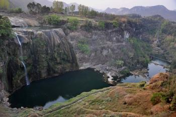The famous Huangguoshu Waterfall in Guizhou Province has almost dried up. (Epoch Times archive)