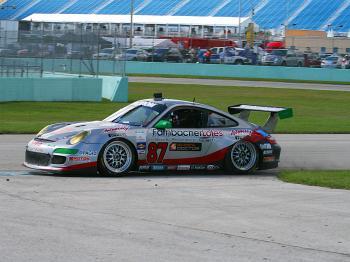 The 87 Farnsbacher Loles Porsche kicks up some dirt. (James Fish/The Epoch Times)