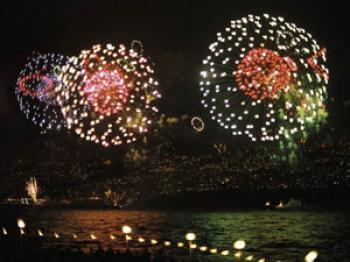 New Year's Eve fireworks over Funchal  (Bernd Kregel)