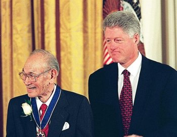 Former President Bill Clinton (R) stands with Fred Korematsu after awarding him the Presidential Medal of Freedom, the nation's highest civilian honor, Jan. 15, 1998 during ceremonies at the White House in Washington. (Paul J. Richards/AFP/Getty Images)