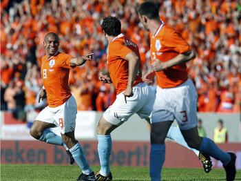 TEAMWORK: The Dutch need team unity in order to make it through tough matches. (Kjartan Thorbjornsson/AFP/Getty Images)