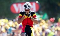 Philippe Gilbert Wins Tour de France Stage 1; Contador Loses 80 Seconds