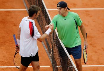 GOOD GAME: Robby Ginepri (right) moves on past Spain's Juan Carlos Ferrero in third round action at the French Open on Saturday. (Matthew Stockman/Getty Images)