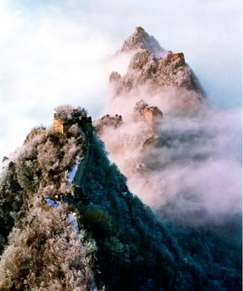 'Great Wall in the Clouds' by Zhiping Zhang of the U.S.A. was last year's First Prize winner in the Epoch Times Photo Competition. (Zhiping Zhang)