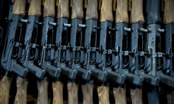"""Guns seized in the arrest of Raul Hernandez Lechuga, an alleged member of Los Zetas drug cartel, on display in Mexico City, on Dec. 13, 2011. Not known to be guns of the """"Fast and Furious"""" program. (Ronaldo Schemidt/AFP/Getty Images)"""