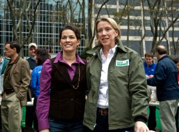 Figure skater Nancy Kerrigan (L) and City Harvest Executive Director Jilly Stephens at Bryant Park last Saturday. Citibank is working with City Harvest to redistribute 400,000 pounds of food to feed New Yorkers this year.  (Aloysio Santos/The Epoch Times)