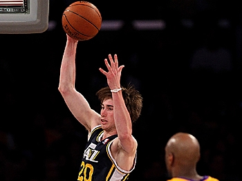 Gordon Hayward #20 of the Utah Jazz grabs a rebound against the Los Angeles Lakers at Staples Center on April 5, 2011 in Los Angeles, California. (Stephen Dunn/Getty Images)